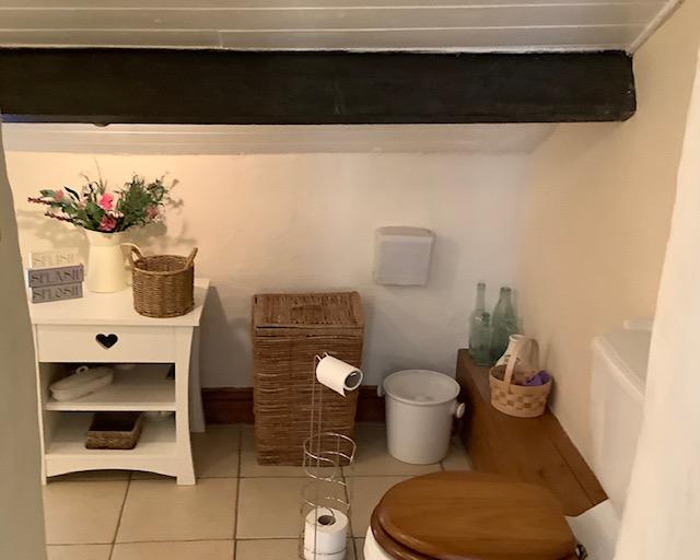 En-suite shower room at Innkeepers Cottage